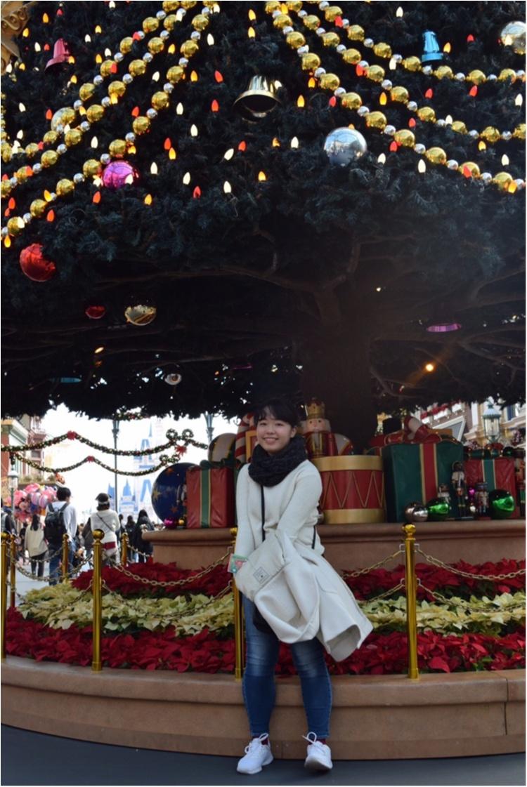 """ディズニー】今年のディズニークリスマスはとことん""""白コーデ""""がかわいい"""