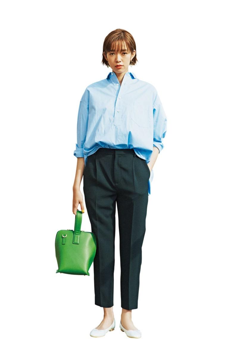 """【今日のコーデ】好感度大なブルーシャツ。パンツコーデの日は小物で""""可愛げを盛る""""のがマイルール♪_1"""