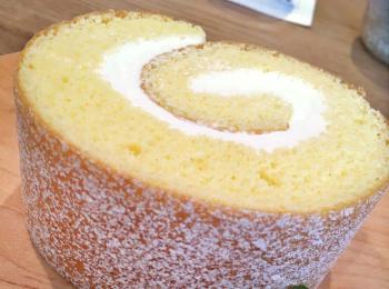 湯布院のロールケーキが人気のカフェと、日田市の「花てぼ弁当」が食べられる和食店へ♪【 #TOKYOPANDA のご当地モア・大分県編】