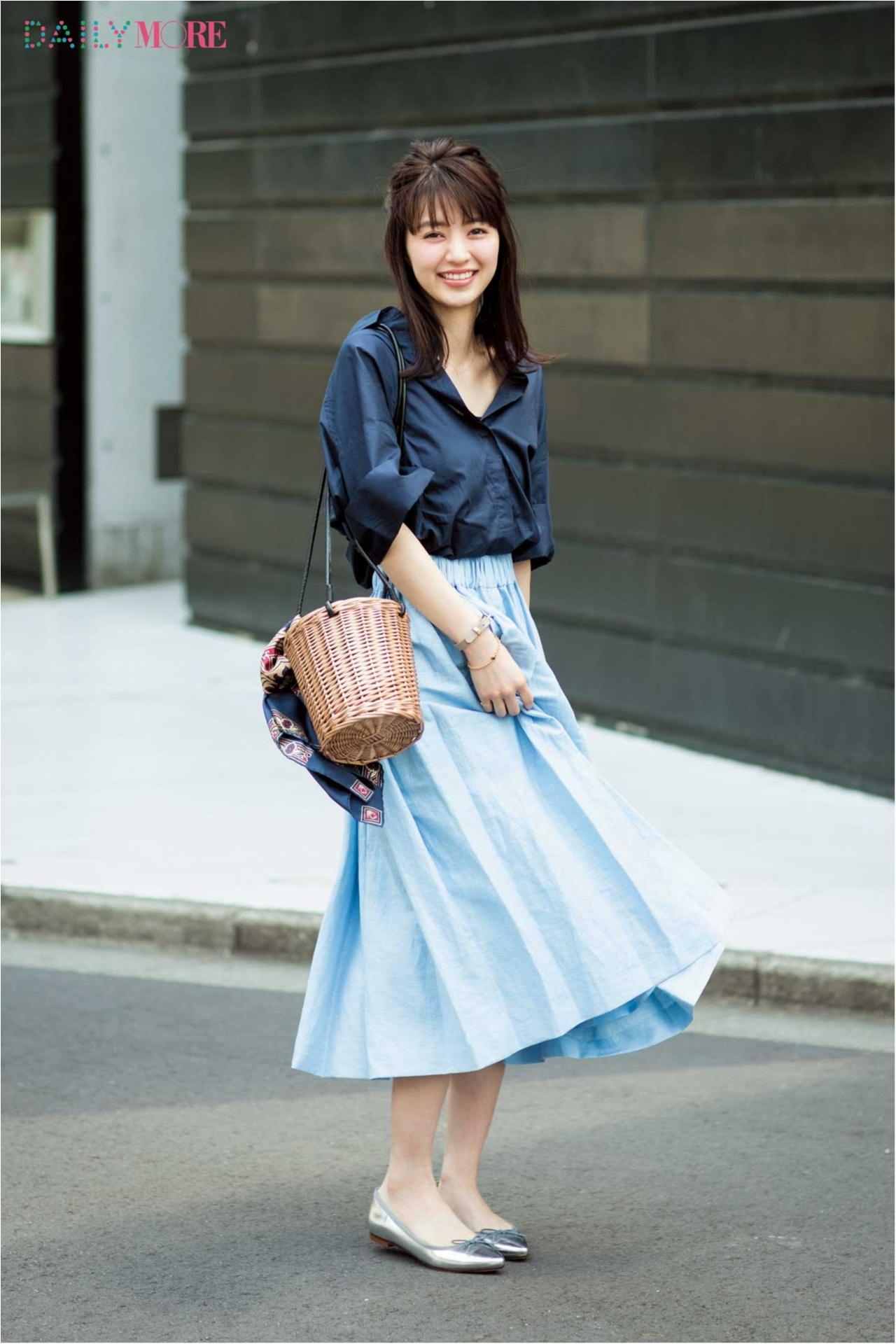 【今日のコーデ/逢沢りな】爽やかなネイビーシャツ×水色スカートで第一印象アップを狙って!_1