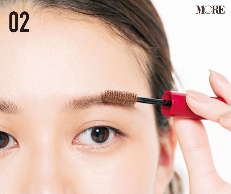 まばら眉の人におすすめの描き方! 毛がある部分とない部分でアイテムを変えて立体的に。眉尻は『デジャヴュ』の密着ペンシルで_5