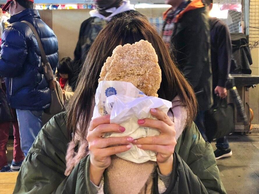 《台湾女子旅》食べてみて!士林夜市の顔より大きいフライドチキン_3