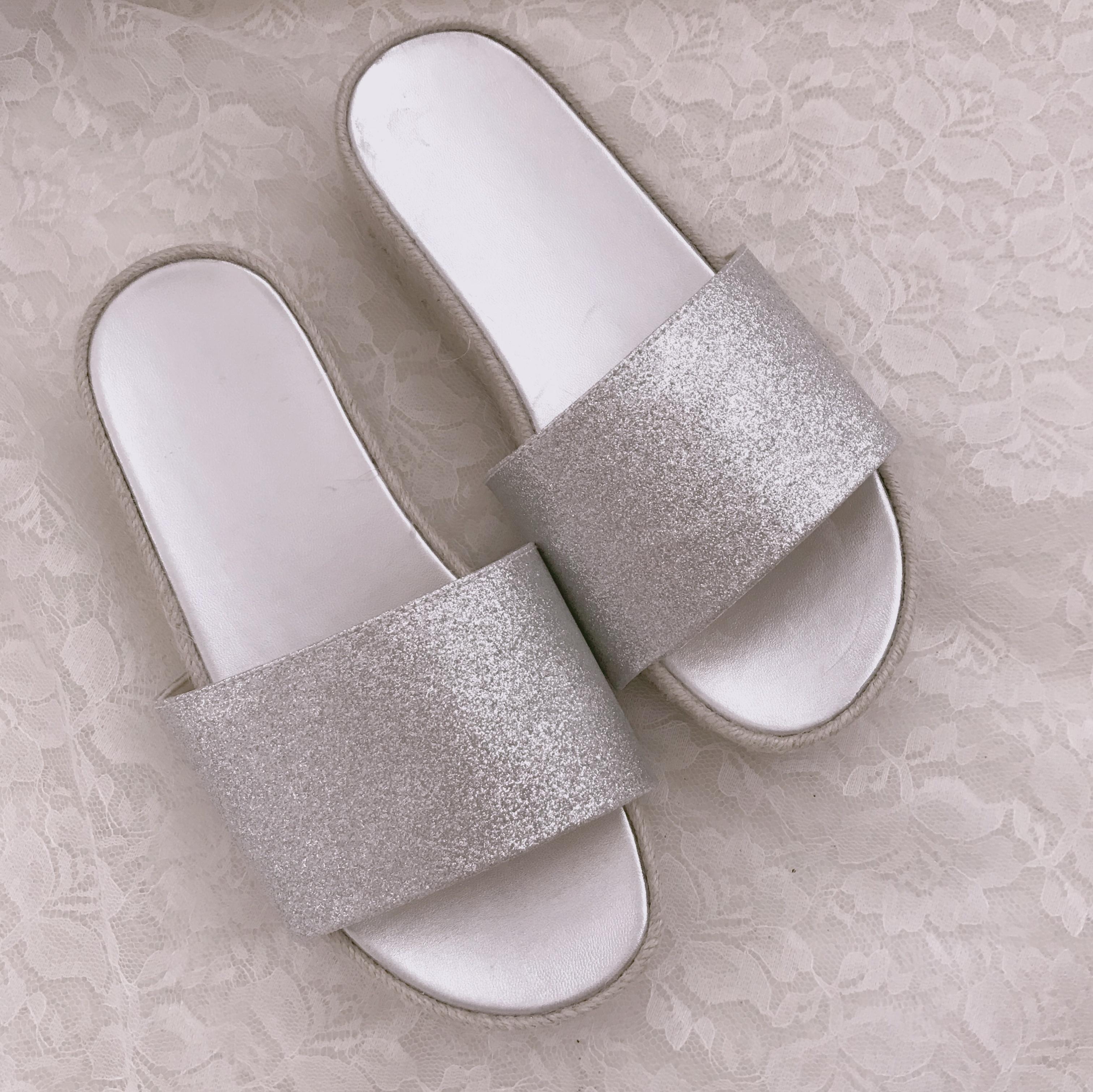 今年のトレンド【シルバーサンダル】GUは履きやすいしプチプラです!_1