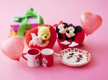 「ディズニーストア」の2019バレンタインアイテムにメロメロ~♡ チョコ、ぬいぐるみ、キッチン雑貨など、11アイテムをチェック!