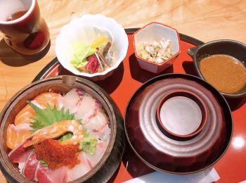【ご当地MORE♥福岡グルメ】コスパもお味も◎中洲で海鮮丼ランチ!