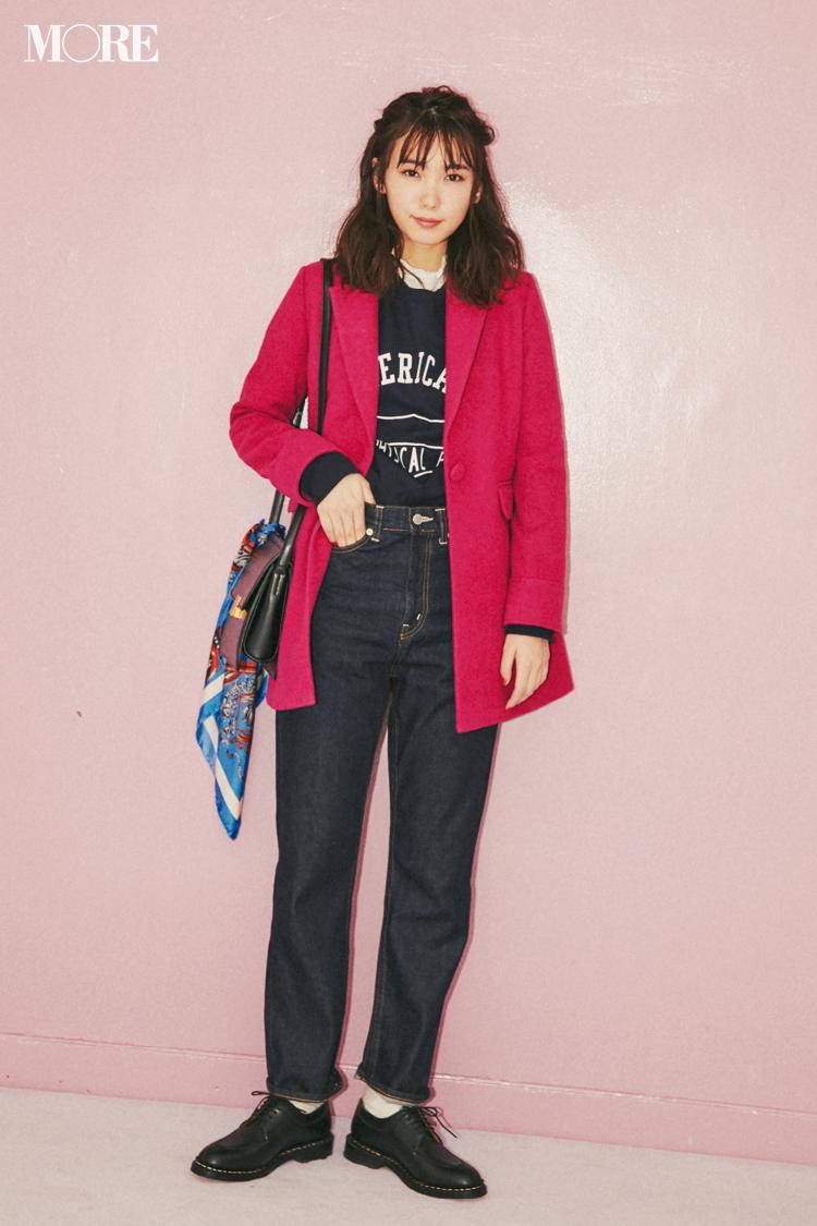 """082c3a6c1f1db 子供っぽくならないポイントは""""きちんときれい""""な服で""""甘くないピンク""""を選ぶこと。ネイビーコーデと相性のいい青みがかったフューシャピンクのジャケットなら、意志の  ..."""