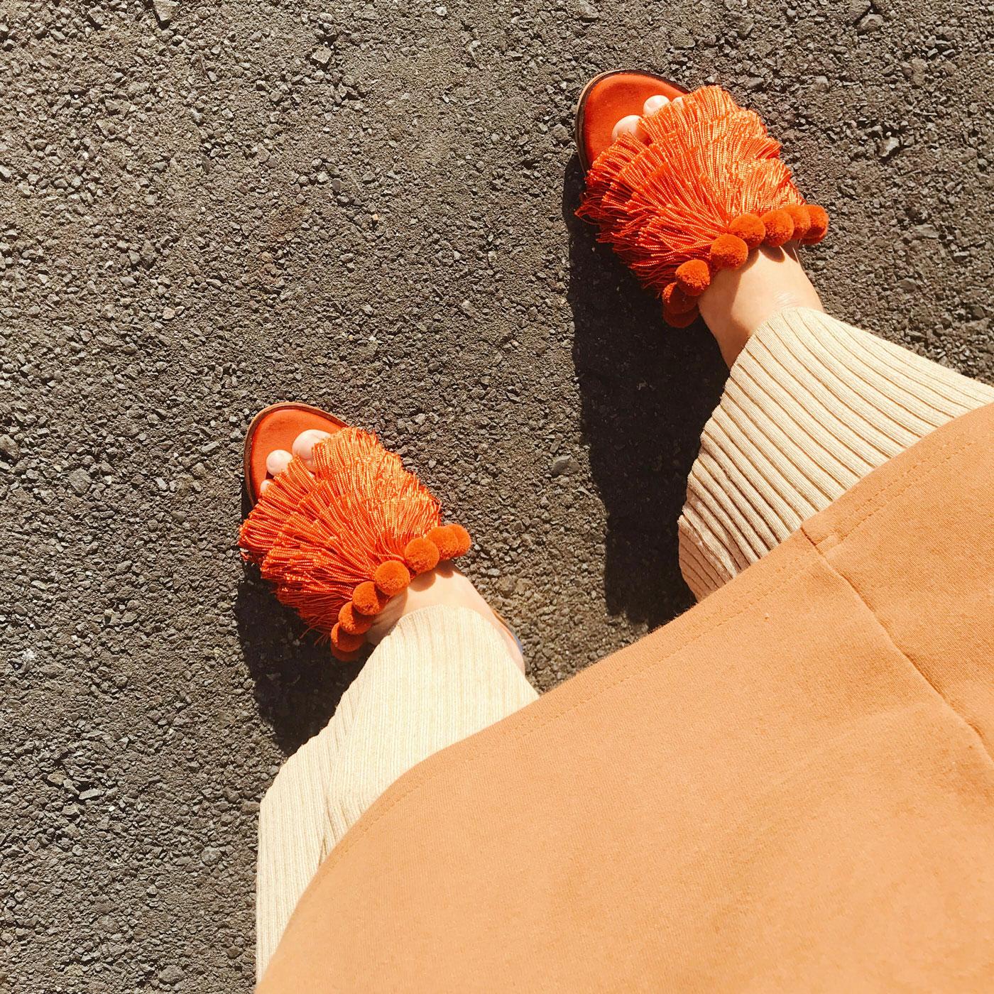 『ZARA』のセールで買ったオレンジ色のサンダル