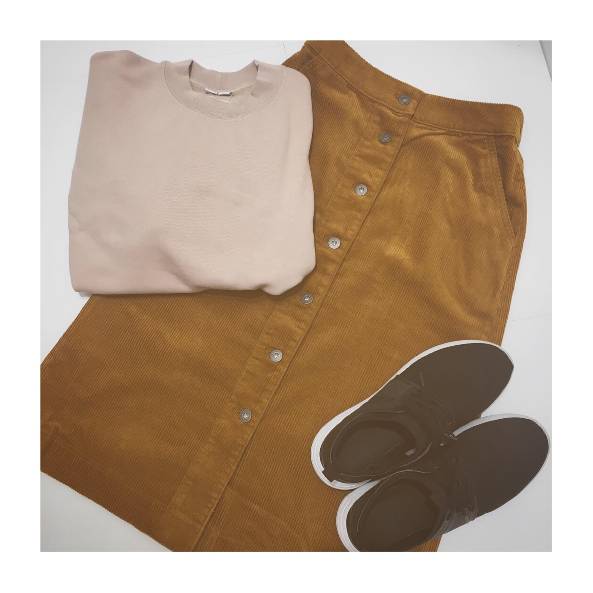 《今季トレンド❤️》【UNIQLO】のコーデュロイフロントボタンスカートが使える!☻_3