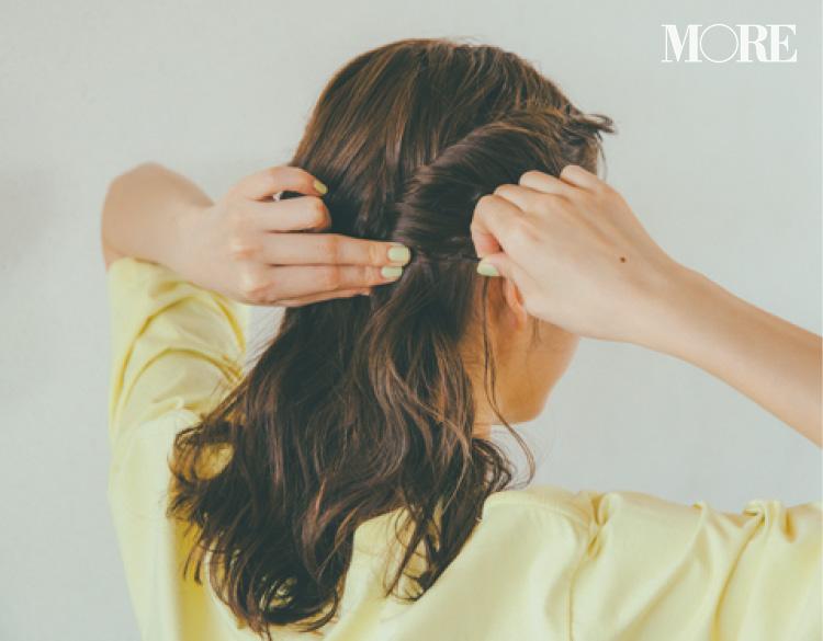 「ねじり結び」「ピンアレンジ」で華やかに! ロング・ミディアム・ボブにおすすめの「Tシャツを女っぽくするヘア」_7