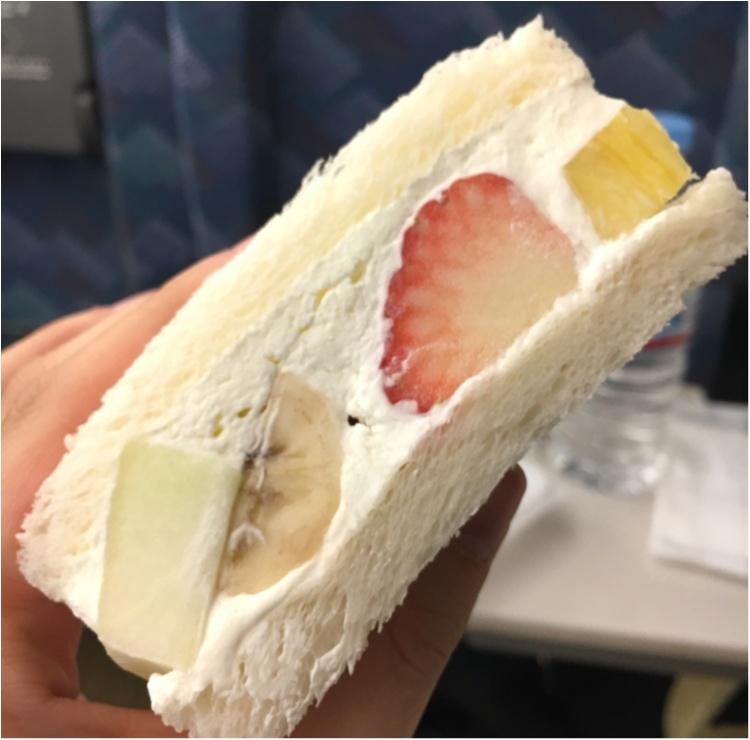 【出張グルメ】ジューシーなフルーツにふわっふわのクリームに癒される♡ 新大阪駅ナカで買える!『山口果物』の絶品フルーツサンド♡_2