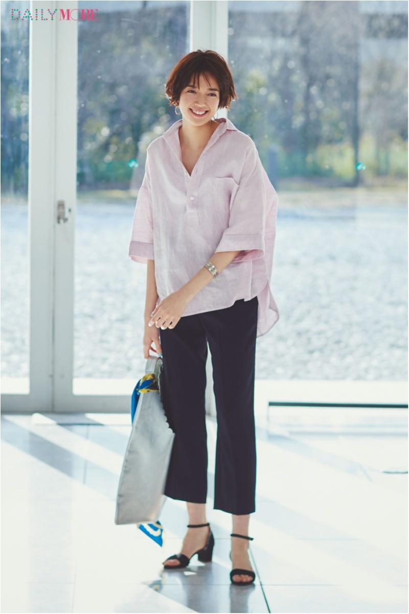 【今日のコーデ】残業DAYだってストレスフリー! 柔らかなリネンのピンク色シャツを味方にして_1