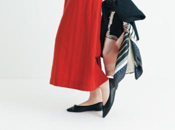 オフィスコーデの黒いぺたんこ靴。「無難」より「素敵」にこだわってみない?