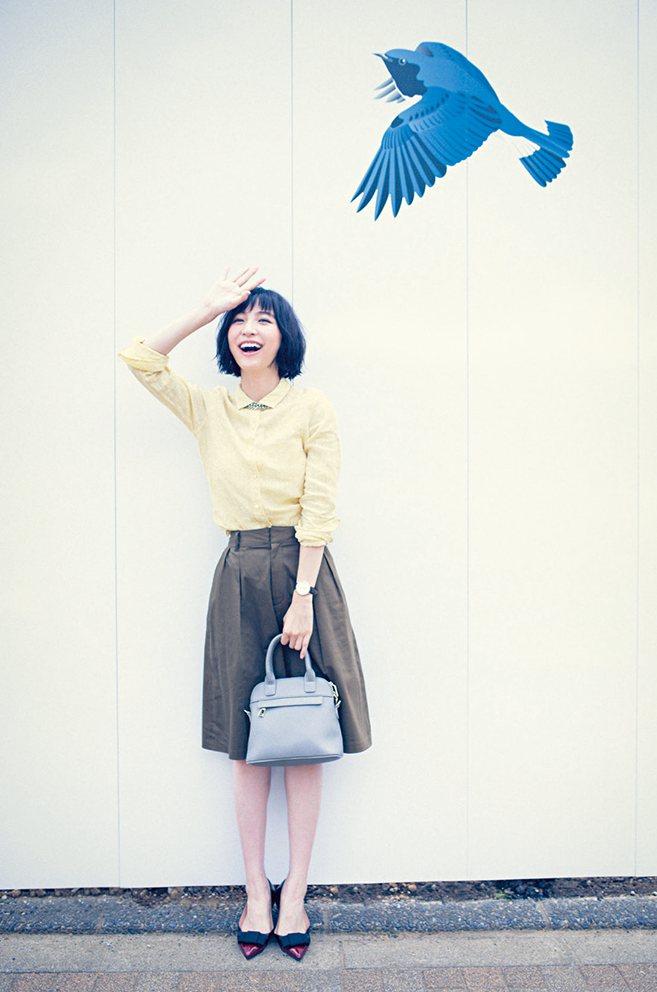 【今日のコーデ】年に1度の研修会。クリーンなシャツスタイルを旬カラーで新鮮に!_1