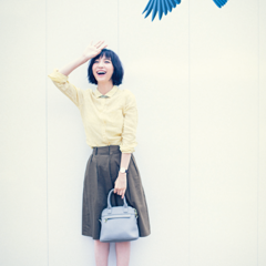 【今日のコーデ】年に1度の研修会。クリーンなシャツスタイルを旬カラーで新鮮に!