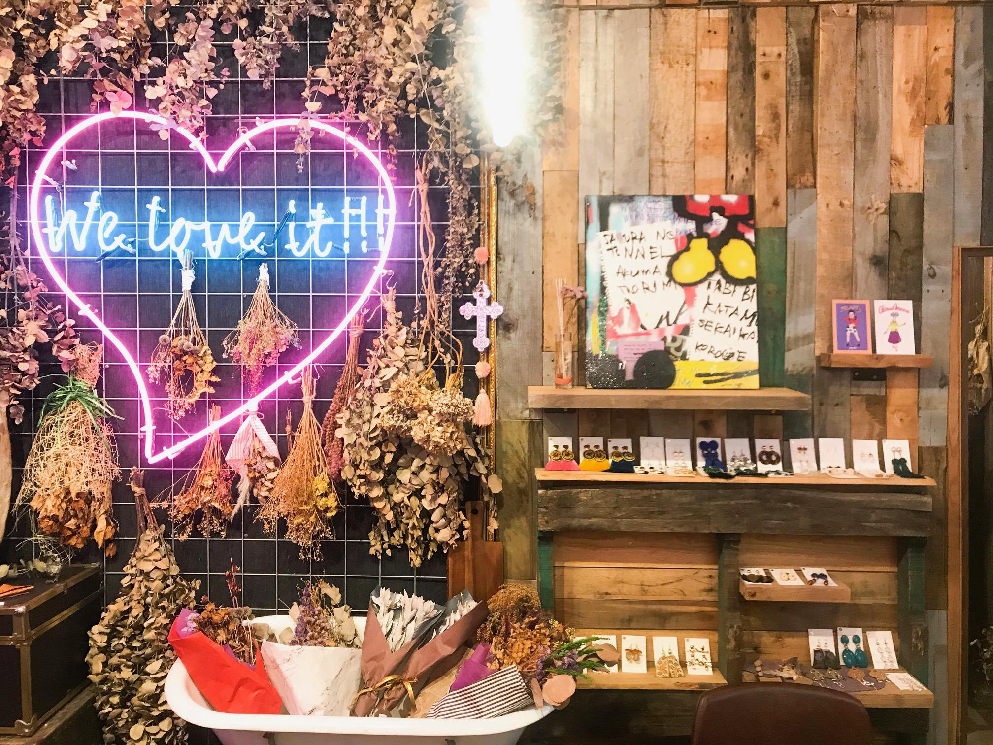 【沖縄女子旅】国際通りのかわいいカフェ♡ おしゃれスムージーと絶品サンドイッチのお店、教えます!_2