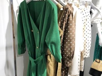 ドット柄のスカートや大人なワンピースも。新ブランド『EMMEL REFINES(エメル リファインズ)』をチェック!【 #副編Yの展示会レポート 】