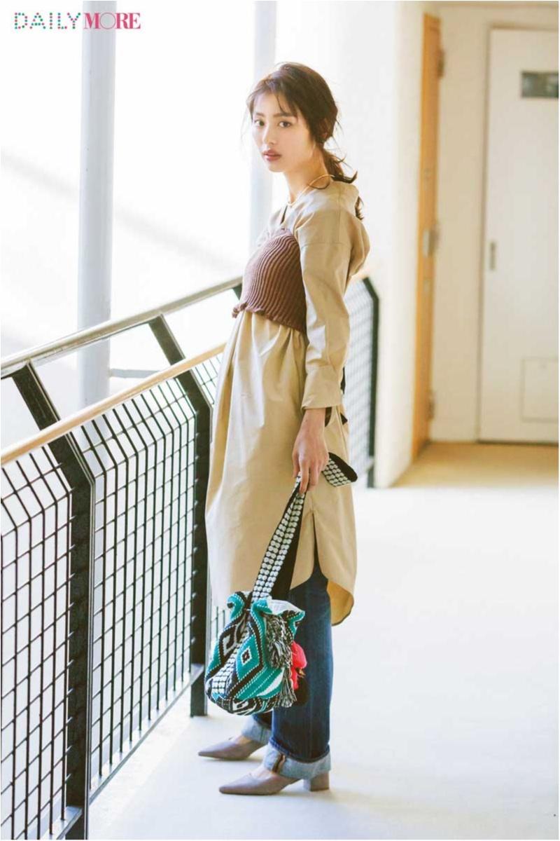 【今日のコーデ/内田理央】休日のデニムコーデがもっと素敵に♡ ベージュのシャツワンピ×ニットビスチェの重ねテク。_1