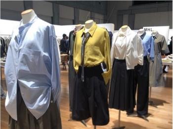 シャツがぐんと素敵に見える実例がたくさん♡ 『マーガレット・ハウエル』にみる春夏トレンド 【#副編Yの展示会レポート 】