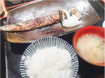 北海道の回転寿司【花まる】の系列店《一夜干しと海鮮丼 できたて屋》