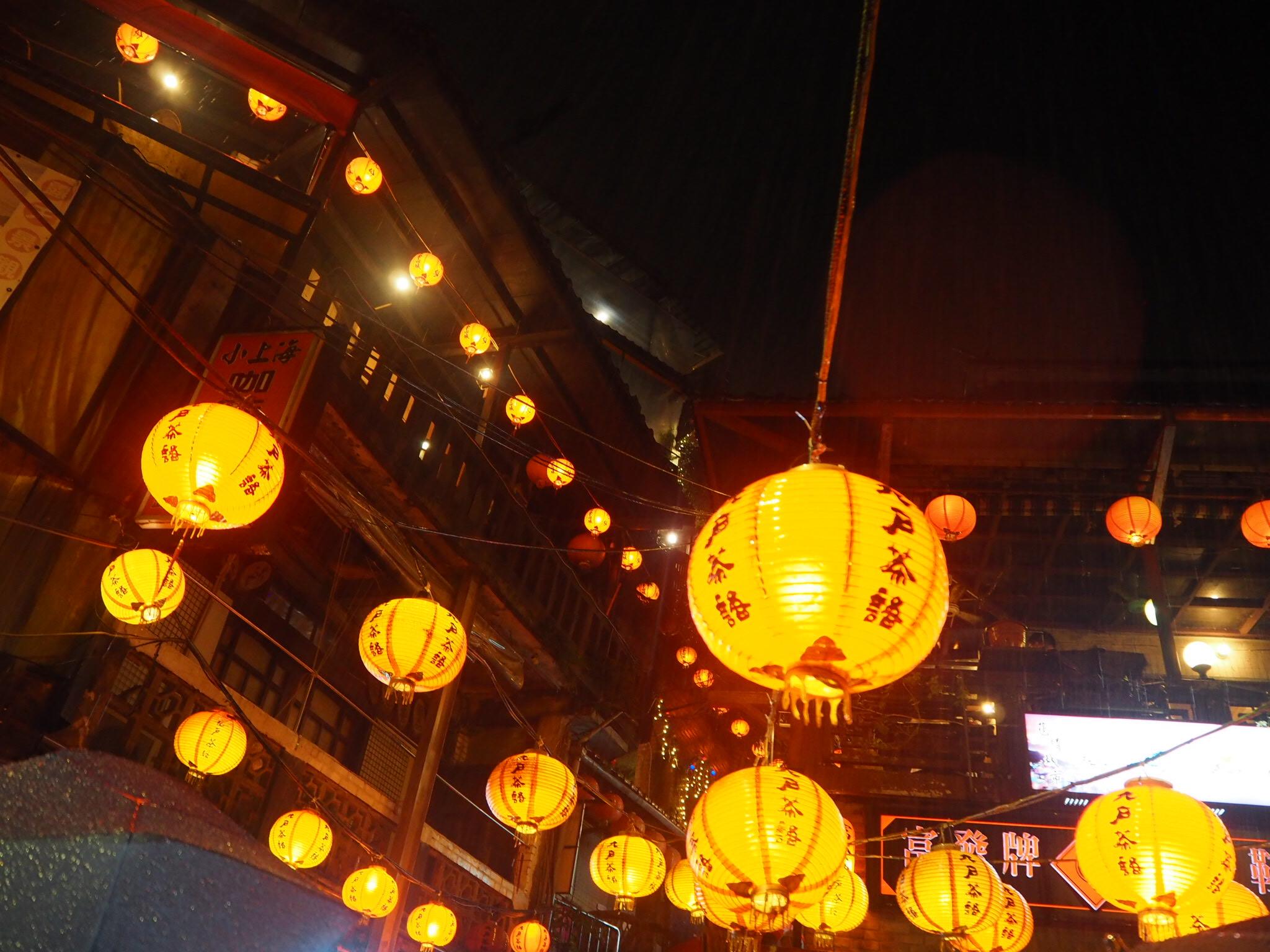 《台湾女子旅》大晦日は十分で天燈上げ+嵐の夜の九份でお茶会_2