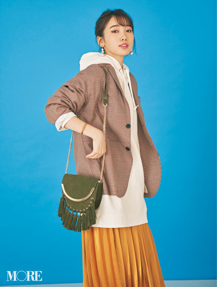 飯豊まりえはチェックのジャケットにZARAのバッグを合わせて
