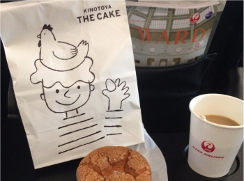 """<新千歳空港限定>機内おやつの私的定番♡""""焼きたて THE CAKE"""""""