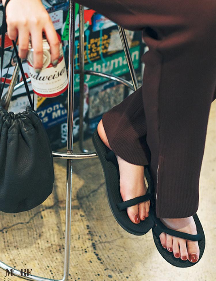 「ぺたんこ靴でお出かけ」が断然おしゃれ♡ レジャーも街ブラも飲み会も!_7