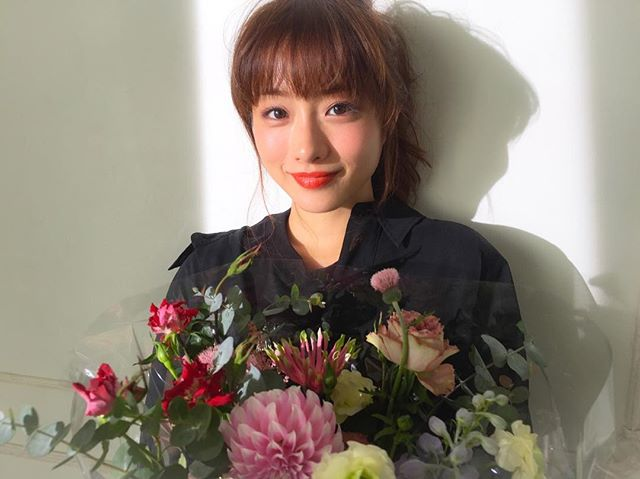 MORE2月号表紙 石原さとみさんの素敵すぎる撮影オフショット♡_1