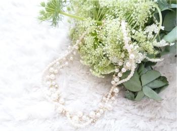 〈お呼ばれコーデ〉結婚式のコーディネートに《アネモネ》の高見えネックレスがばっちり◎