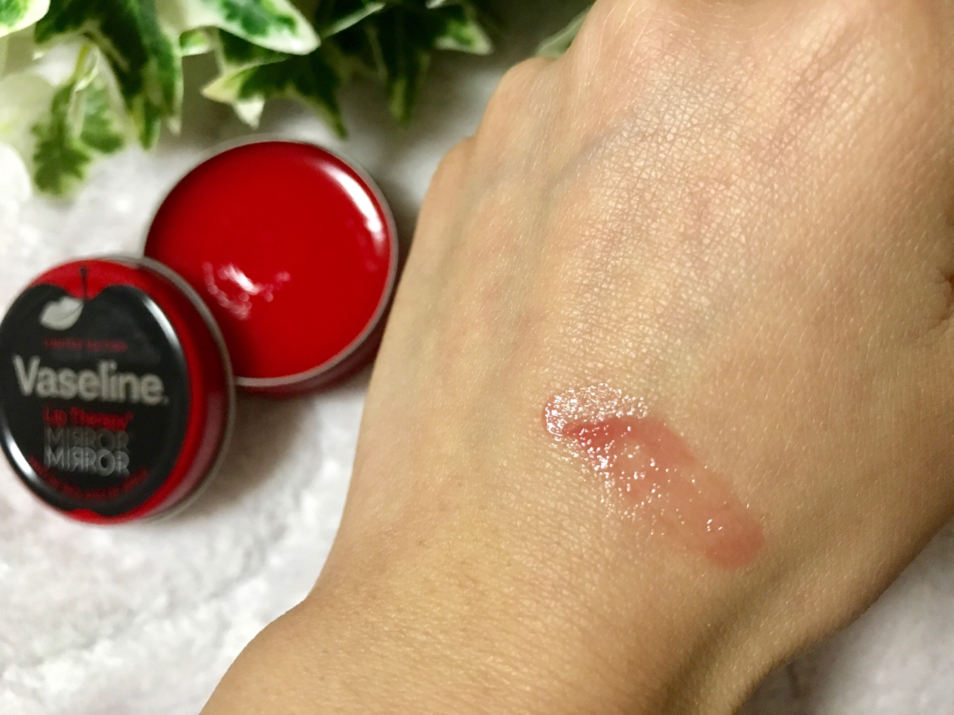 【Vaseline】2018年限定!保湿力を誇る大人気リップから《アップルの香り》が限定販売中♡_3