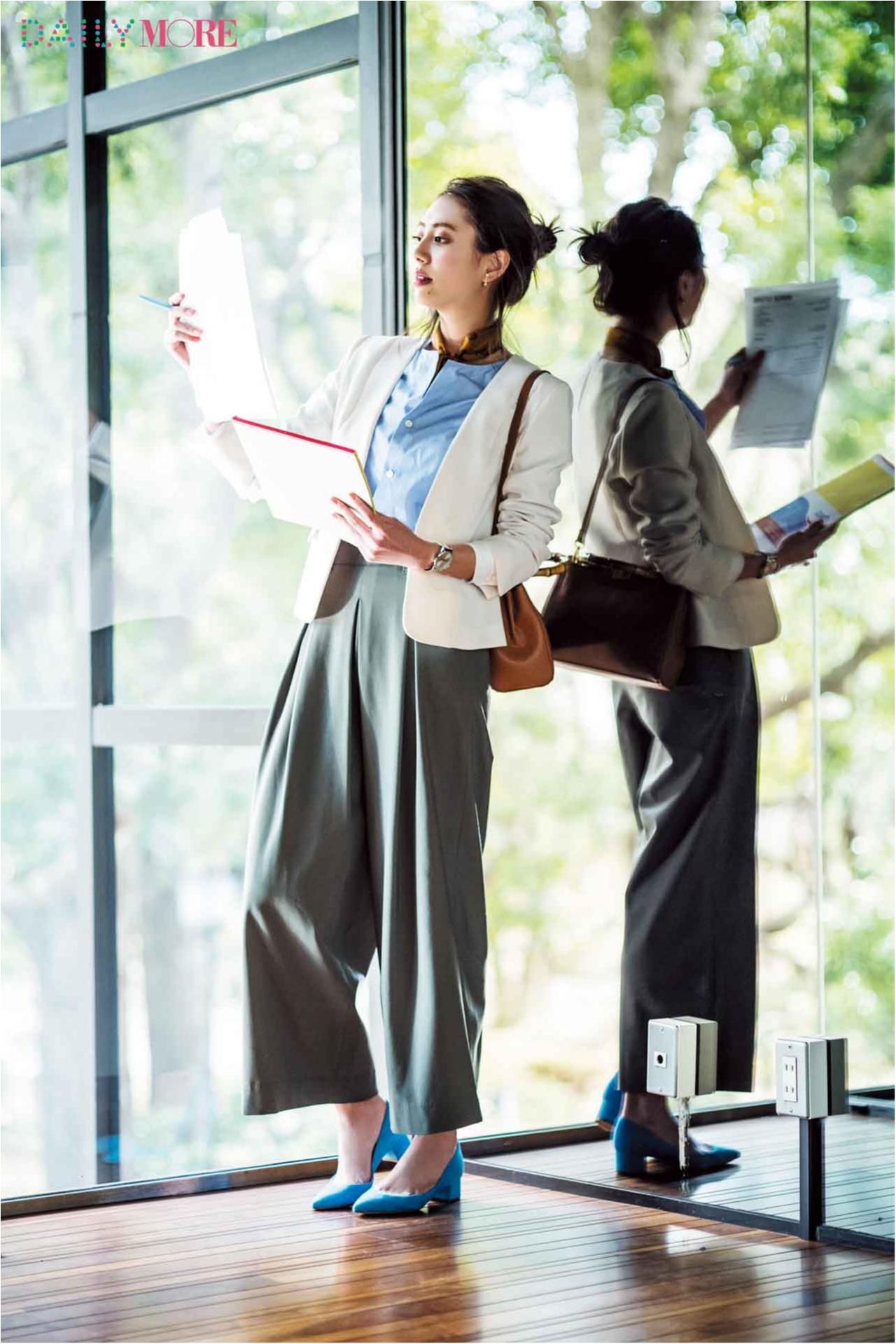 【今日のコーデ/土屋巴瑞季】通勤仕様のパンツコーデに白ジャケットで洗練感と女らしさを。_1