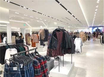 『ZARA 六本木店』リニューアルオープンで見つけたアイテム 記事Photo Gallery