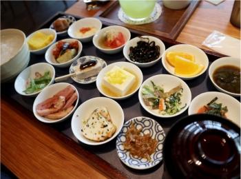 1日のスタートに!《築地本願寺カフェTsumugi》でいただく18品目の朝ごはん♡