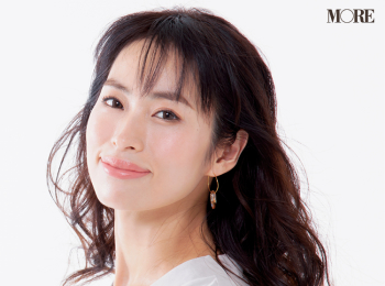 『アスタリフト』や『イプサ』の美容液で今っぽい美白肌に。美容家・岡本静香さんの透明感の秘密とは?