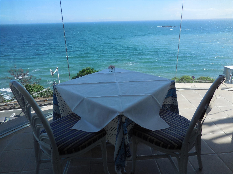 海が大好きなのでチャペルも披露宴会場も海が近いところを選びました!_4