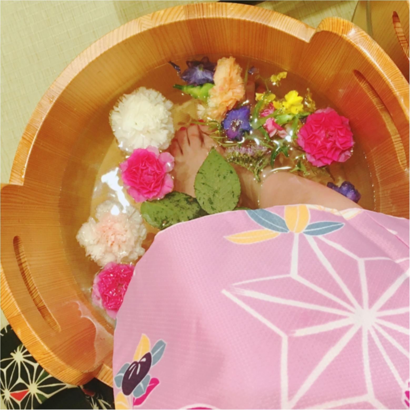 京都・嵐山のNEWスポット!カラフルでかわいい『お花の足湯』に癒されて_3
