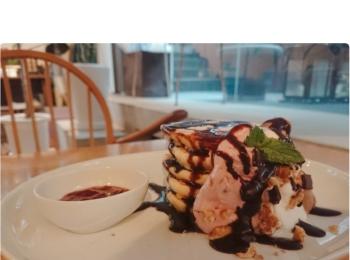 《女子の夢♡》表参道のuzna omomの5段重ねパンケーキで至福のひとときを♡