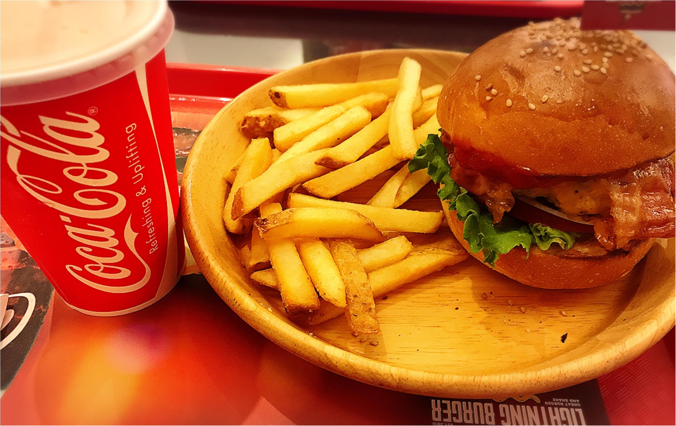 ★イケてるお店のイケてるハンバーガー!まるでテーマパークのフードコートな見た目の『LIGHTNING BURGER』★_7