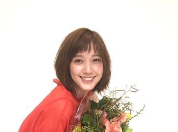 笑顔満開のばっさー♡【MORE4月号 本田翼の撮影オフショット】