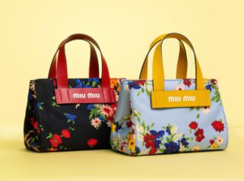 『ミュウミュウ』から日本限定のトートバッグが登場♡ フラワーブーケ柄と新ロゴ、どっちも気になる!