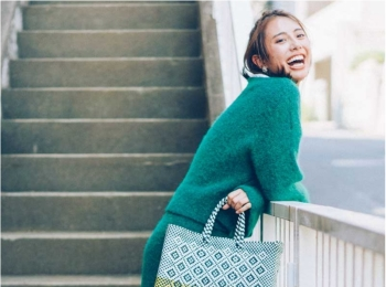 【今日のコーデ】人気のニットセットアップはグリーンが新鮮。コンバース履いて日帰りドライブへ!