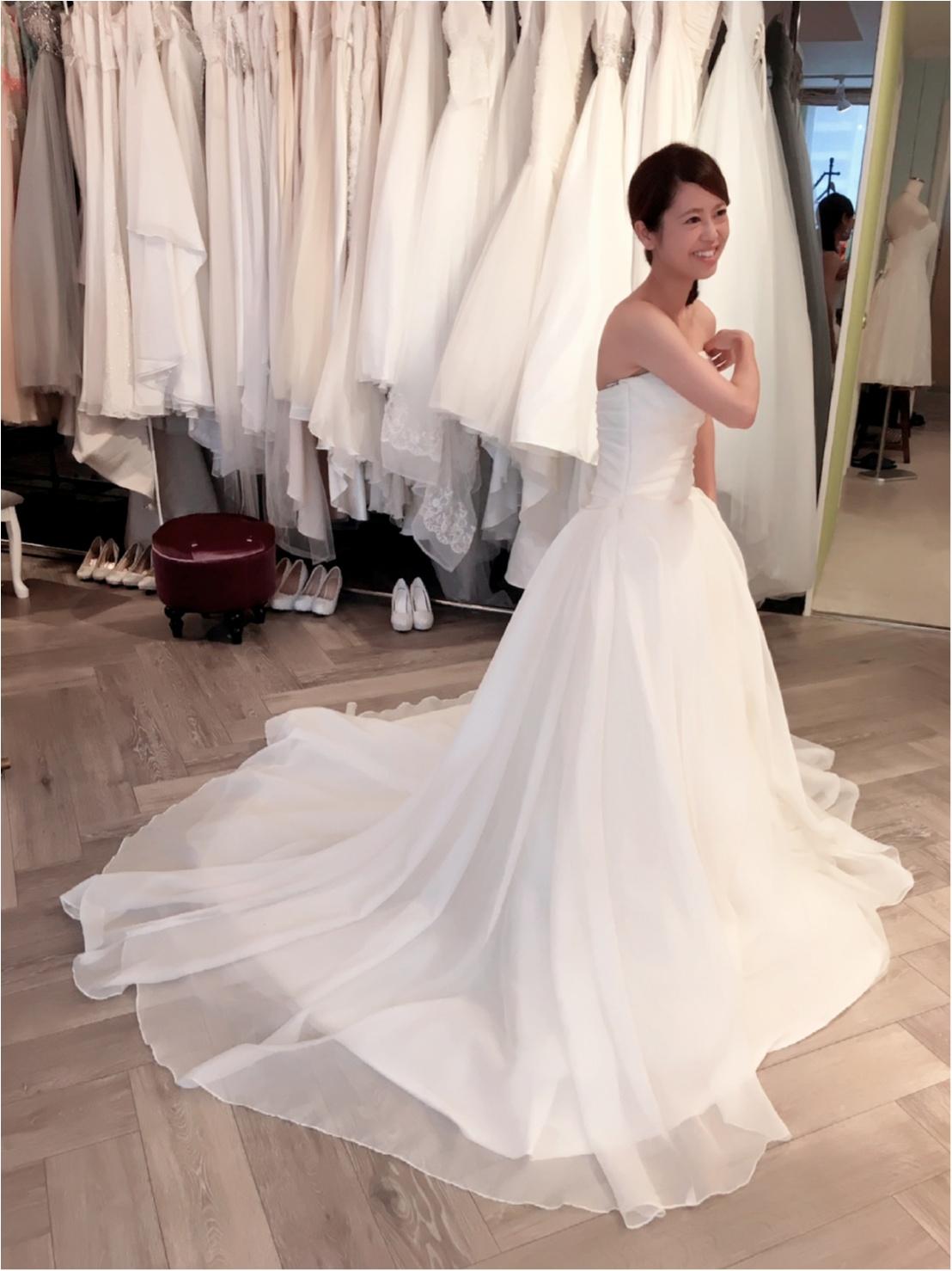 卒花さんに聞く【ドレス特集】-  結婚式・二次会におすすめ! プレ花嫁さんに人気のおしゃれなウェディングドレスは?_9
