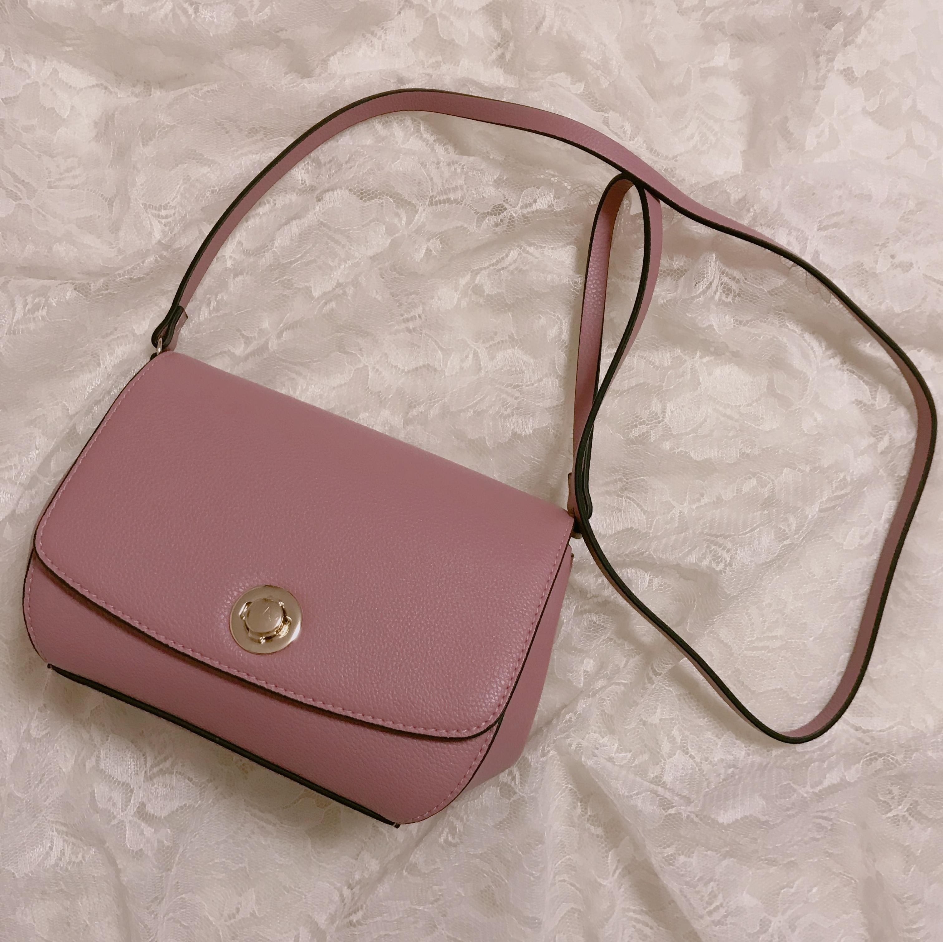 【H&M】ショルダーバッグが2000円以下❤︎プチプラなら挑戦しやすいアクセントカラーがおすすめ!_1
