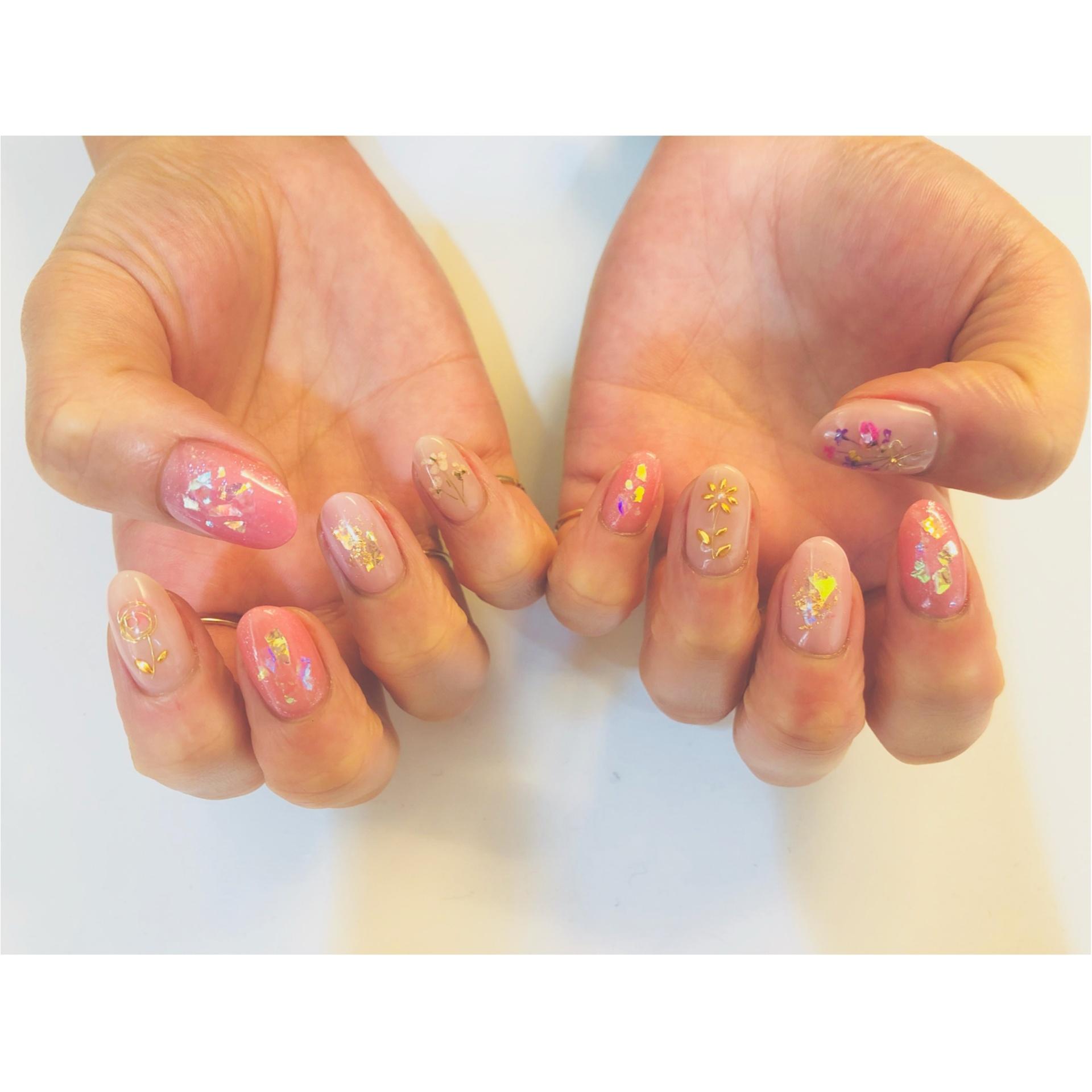 春らしさ満点のピンクと押し花ネイル_1