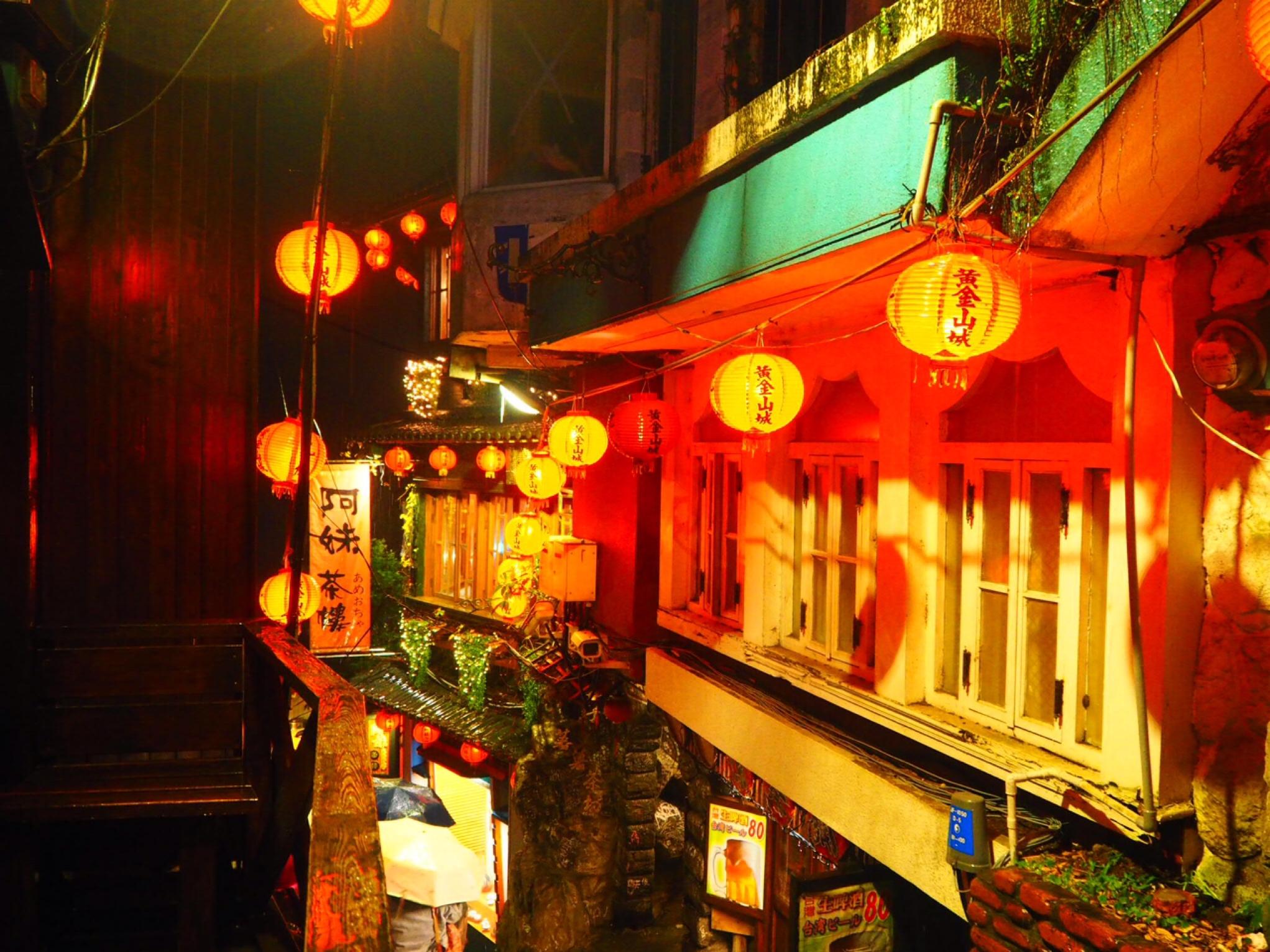《台湾女子旅》大晦日は十分で天燈上げ+嵐の夜の九份でお茶会_9