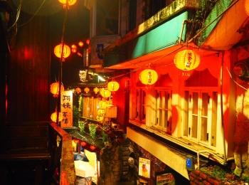 《台湾女子旅》大晦日は十分で天燈上げ+嵐の夜の九份でお茶会