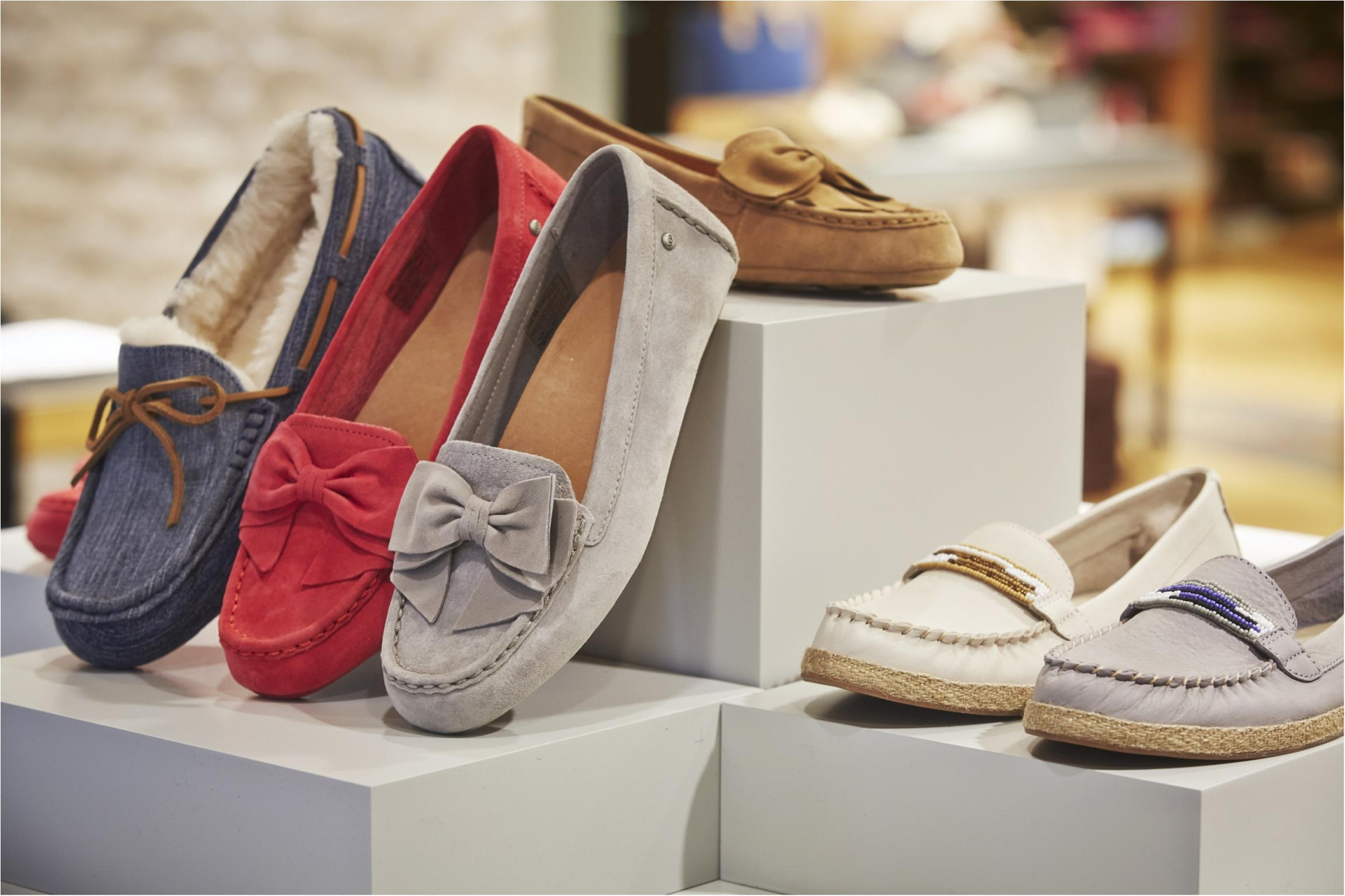「UGG®の春夏シューズに、こんなにいろんな種類の靴があるなんて!  それぞれのデザインにカラーバリエーションが多いから、自分の好みが必ずあるのもツボです。
