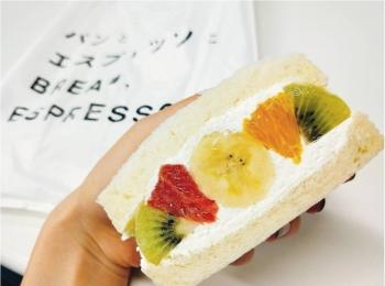 あの「パンとエスプレッソと」がフルーツ屋さんとコラボして作ったフルーツサンド♡