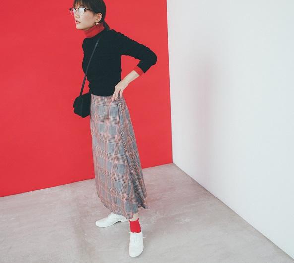 【今日のコーデ】メガネ女子、〝カジュアルな赤〟のチラ見せでおしゃれのマンネリ、打破!_1