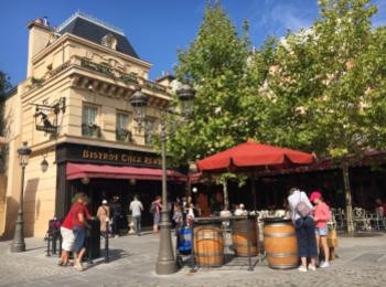 【パリディズニー】《レミーの美味しいレストラン》に潜入!パリの街並みを再現したエリアで優雅なランチを♪